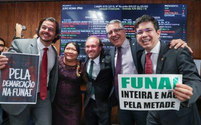 Congresso e sociedade derrotam Bolsonaro