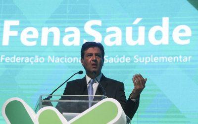 Ministro defende planos privados e esquece saúde da população