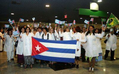 Trump atira no Mais Médicos, na OMS e Cuba e Bolsonaro bate continência
